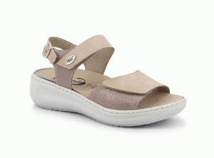Sandal with double tearing removable insole